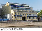 """Отделение банка """"Восточный экспресс"""" в Москве, эксклюзивное фото № 23345816, снято 17 июля 2016 г. (c) Константин Косов / Фотобанк Лори"""