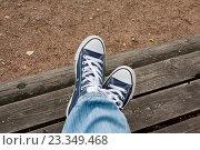 Ноги в кедах. Стоковое фото, фотограф Ноева Елена / Фотобанк Лори