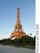 Купить «Эйфелева башня на закате, Париж, Франция», фото № 23355560, снято 18 июля 2016 г. (c) Илья Бесхлебный / Фотобанк Лори