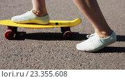 Купить «teenage girl feet riding short modern skateboard», видеоролик № 23355608, снято 31 июля 2016 г. (c) Syda Productions / Фотобанк Лори