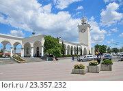 Купить «Крым, железнодорожный вокзал в Симферополе летом», фото № 23357232, снято 25 мая 2019 г. (c) Овчинникова Ирина / Фотобанк Лори