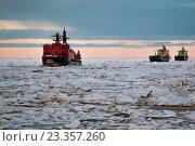 Купить «Танкера в караване за атомным ледоколом Ямал», фото № 23357260, снято 19 июля 2016 г. (c) Василий Князев / Фотобанк Лори