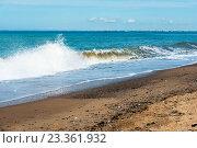 Купить «Набегающая волна. Песчаный берег. Крым», эксклюзивное фото № 23361932, снято 27 мая 2016 г. (c) Александр Щепин / Фотобанк Лори
