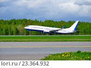 Купить «Самолет взлетает с взлетно-посадочной полосы», фото № 23364932, снято 11 мая 2016 г. (c) Зезелина Марина / Фотобанк Лори