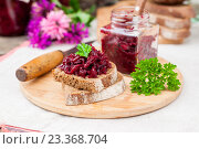 Купить «Салат из свеклы на ржаном хлебе», фото № 23368704, снято 21 июля 2016 г. (c) Татьяна Ворона / Фотобанк Лори