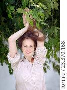Купить «Девушка с длинными волосами на фоне листвы», фото № 23370168, снято 24 июля 2014 г. (c) Ekaterina Demidova / Фотобанк Лори