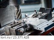 Купить «industrial metalworking cutting process by milling cutter», фото № 23371428, снято 1 марта 2016 г. (c) Дмитрий Калиновский / Фотобанк Лори