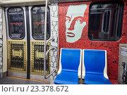 Вагон поезда в Петербургском метро (2016 год). Редакционное фото, фотограф Дмитрий Наумов / Фотобанк Лори