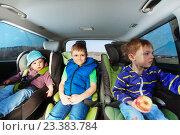 Купить «Три маленьких мальчика сидят в автокреслах», фото № 23383784, снято 1 мая 2016 г. (c) Сергей Новиков / Фотобанк Лори