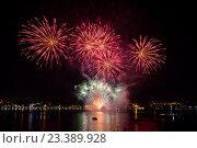 Купить «Фестиваль фейерверков на фоне реки и ночного неба», фото № 23389928, снято 13 августа 2016 г. (c) Илья Бесхлебный / Фотобанк Лори