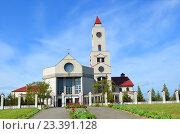 Купить «BARANOVICHI, BELARUS - May 14, 2015: Female Catholic monastery in Baranovichi. Church of Our Lady of Fatima», фото № 23391128, снято 14 мая 2015 г. (c) Анна Мартынова / Фотобанк Лори