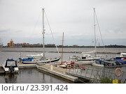КРОНШТАДТ, Россия, 13 августа - 2016: финские яхты в порту Моби Дик. Редакционное фото, фотограф Дмитрий Наумов / Фотобанк Лори