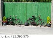 Купить «Старые велосипеды», фото № 23396576, снято 9 сентября 2015 г. (c) Татьяна Кахилл / Фотобанк Лори