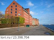 Купить «Солнечный ноябрьский день на набережной Копенгагена. Дания», фото № 23398704, снято 3 ноября 2014 г. (c) Виктор Карасев / Фотобанк Лори
