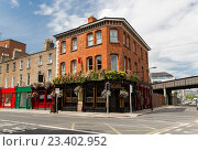 Купить «building with bar or pub on street of Dublin city», фото № 23402952, снято 21 июня 2016 г. (c) Syda Productions / Фотобанк Лори
