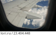 Купить «Вид на крыло самолета», видеоролик № 23404448, снято 17 августа 2016 г. (c) Сергей Кальсин / Фотобанк Лори