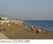 Купить «Люди отдыхают на пляже, солнечный летний день, морской курорт Имеретинский, Адлер», фото № 23415340, снято 4 августа 2016 г. (c) DiS / Фотобанк Лори