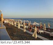 Купить «Летний вечер на Черном море, люди отдыхают на пляже, курорт Сочи», фото № 23415344, снято 8 августа 2016 г. (c) DiS / Фотобанк Лори