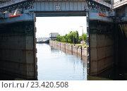 Купить «Шлюз на Волгоградском гидроузле», фото № 23420508, снято 27 июня 2016 г. (c) Татьяна Кахилл / Фотобанк Лори