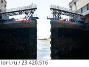 Купить «Шлюз на реке Волга», фото № 23420516, снято 27 июня 2016 г. (c) Татьяна Кахилл / Фотобанк Лори