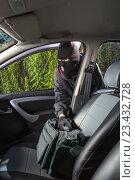 Купить «Thief steals bag from the car», фото № 23432728, снято 11 августа 2016 г. (c) Сергей Лаврентьев / Фотобанк Лори