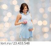 Купить «happy pregnant woman with piggybank», фото № 23433548, снято 20 мая 2016 г. (c) Syda Productions / Фотобанк Лори