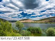 Небольшое горное озеро в Крыму. Стоковое фото, фотограф Станислав Хомутовский / Фотобанк Лори