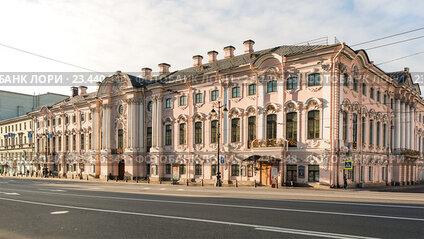 Утренний Санкт-Петербург. Дворец Строгановых на Невском проспекте
