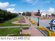 Купить «Площадь Ленина с фонтанами в Хабаровске», эксклюзивное фото № 23449012, снято 18 августа 2016 г. (c) Катерина Белякина / Фотобанк Лори