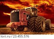 Купить «Трактор. Сельское хозяйство», фото № 23455576, снято 20 июня 2019 г. (c) Дмитрий Третьяков / Фотобанк Лори
