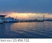 Купить «Морской причал Сочи на закате, грозовые облака», фото № 23456132, снято 21 августа 2016 г. (c) DiS / Фотобанк Лори