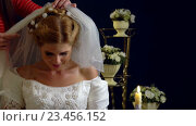 Купить «Woman wearing wedding dress in barbershop trying on veils.», видеоролик № 23456152, снято 22 августа 2016 г. (c) Gennadiy Poznyakov / Фотобанк Лори