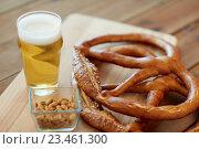 Купить «close up of beer, pretzels and peanuts on table», фото № 23461300, снято 22 июля 2016 г. (c) Syda Productions / Фотобанк Лори