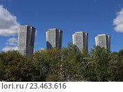 """Четыре здания-близнеца ЖК """"Гранд Парк"""" на Ходынском бульваре, Москва (2016 год). Редакционное фото, фотограф Ольга Летто / Фотобанк Лори"""