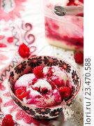 Замороженный малиновый йогурт. Стоковое фото, фотограф Зоряна Ивченко / Фотобанк Лори