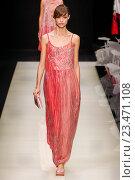 Купить «MILAN, ITALY - SEPTEMBER 28: A model walks the runway during the Giorgio Armani fashion show as part of Milan Fashion Week Spring/Summer 2016 on September 28, 2015 in Milan, Italy.», фото № 23471108, снято 28 сентября 2015 г. (c) Anton Oparin / Фотобанк Лори