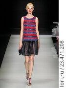 Купить «MILAN, ITALY - SEPTEMBER 28: A model walks the runway during the Giorgio Armani fashion show as part of Milan Fashion Week Spring/Summer 2016 on September 28, 2015 in Milan, Italy.», фото № 23471208, снято 28 сентября 2015 г. (c) Anton Oparin / Фотобанк Лори