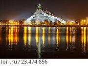 Купить «Латвийская Национальная библиотека в ночное время, Рига, Латвия», фото № 23474856, снято 15 октября 2015 г. (c) Коваленкова Ольга / Фотобанк Лори