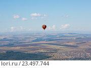 Воздушный шар над предгорьем Кавказа (2016 год). Стоковое фото, фотограф Валерий Шилов / Фотобанк Лори