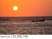 Закат на океане. Рыбаки. Стоковое фото, фотограф Василий Вострухин / Фотобанк Лори