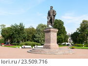 Купить «Памятник П. И. Багратиону в Багратионовском сквере. Санкт-Петербург», эксклюзивное фото № 23509716, снято 25 июля 2016 г. (c) Александр Щепин / Фотобанк Лори
