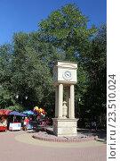 Купить «Уличные часы в городе Черкесске», эксклюзивное фото № 23510024, снято 6 сентября 2016 г. (c) Алексей Гусев / Фотобанк Лори