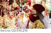 Купить «Portrait of female customer», видеоролик № 23510216, снято 2 декабря 2015 г. (c) Яков Филимонов / Фотобанк Лори
