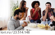 Купить «happy friends with drinks eating pizza at home», видеоролик № 23514148, снято 18 августа 2016 г. (c) Syda Productions / Фотобанк Лори