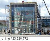 Купить «Строительство наземного вестибюля станции «Измайлово» Московского центрального кольца (МЦК)», эксклюзивное фото № 23520772, снято 13 сентября 2016 г. (c) lana1501 / Фотобанк Лори