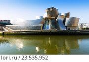 Купить «Guggenheim Museum in Bilbao», фото № 23535952, снято 4 июля 2015 г. (c) Яков Филимонов / Фотобанк Лори