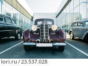 Немецкий ретро автомобиль марки BMW 3er. Новороссийск, Росссия. Редакционное фото, фотограф Надежда Тинякова / Фотобанк Лори