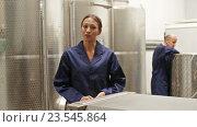 Купить «workers standing indoors on wine manufacturing», видеоролик № 23545864, снято 7 сентября 2016 г. (c) Яков Филимонов / Фотобанк Лори