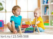Купить «kids playing with abacus», фото № 23549508, снято 26 декабря 2014 г. (c) Оксана Кузьмина / Фотобанк Лори
