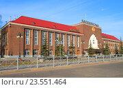 Купить «Здание Южного вокзала, главного железнодорожного вокзала Калининграда утром в мае», фото № 23551464, снято 4 мая 2016 г. (c) Михаил Рудницкий / Фотобанк Лори